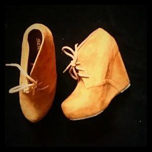 Soda faux-suede ankle boots-sz 7
